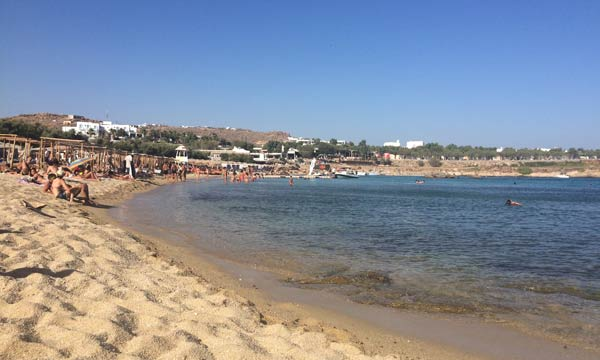 mikonos-grcka-plaza-paraga